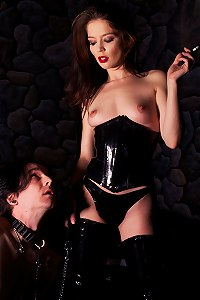 Mistress Jessi Palmer in Latex smocking then decides to pleasure herself by sitting on slave face