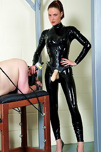 Latex clad dominatrix delivers a strapon pounding to the man meat